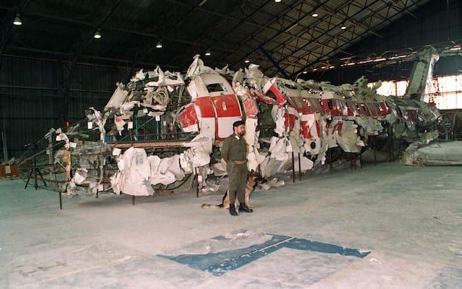 I resti dell'aereo precipitato in mare il 27 giugno 1980